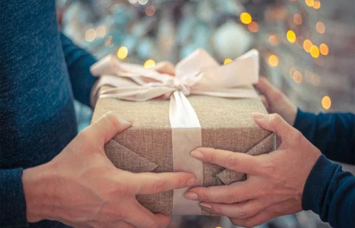 Gifts for Long Distance Family Members and Friends from Abroad