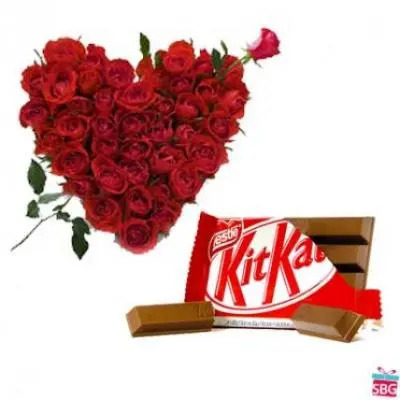 Red Roses Heart With Kitkat
