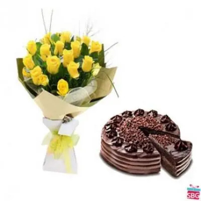 Yellow Roses With Choco Chip Cake