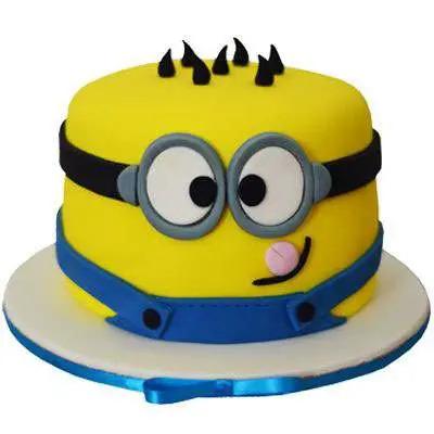 Minion Fondant Cake