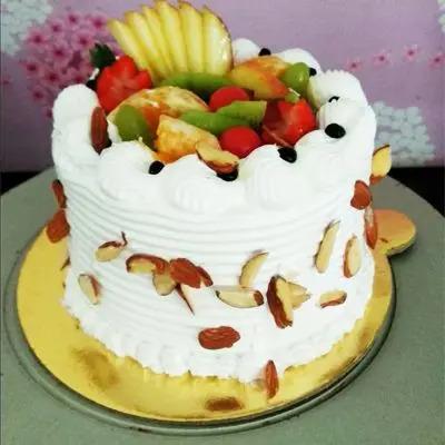 Yummy Fresh Fruits Cake