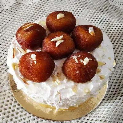 Rabri Gulab Jamun Cake
