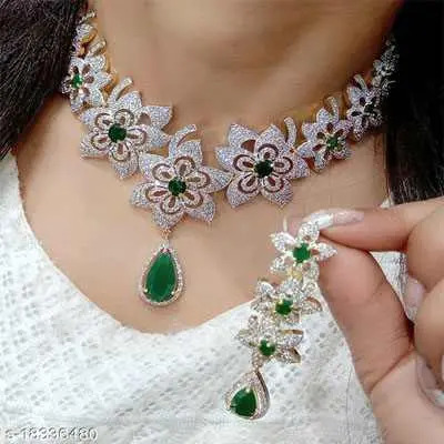 Green Shimmering Chic Jewellery Sets