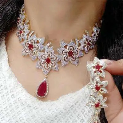 Red Shimmering Chic Jewellery Sets